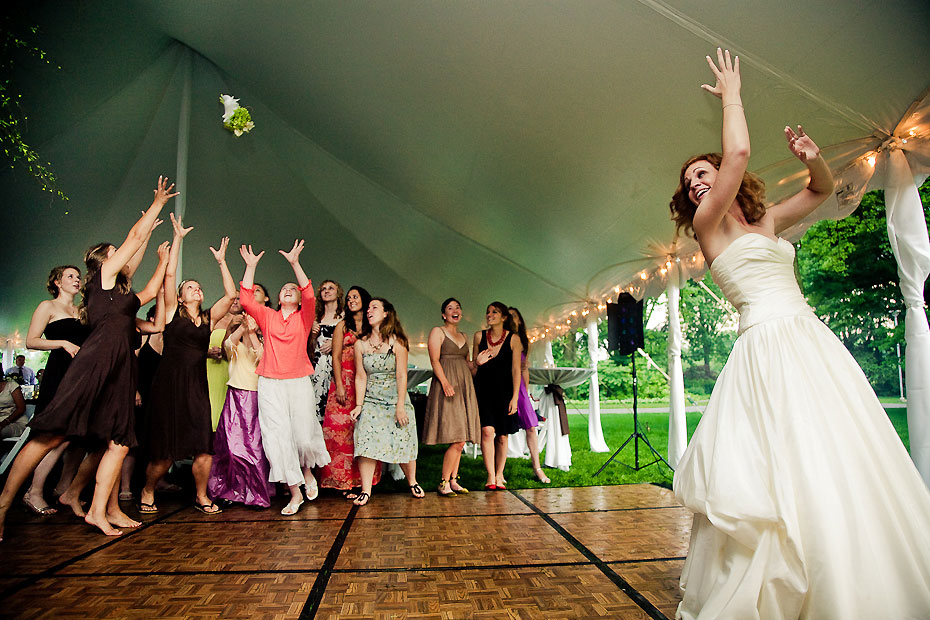 http://www.buffaloweddingflorist.com/wp-content/uploads/2013/03/DJ_bouquet_toss.jpg
